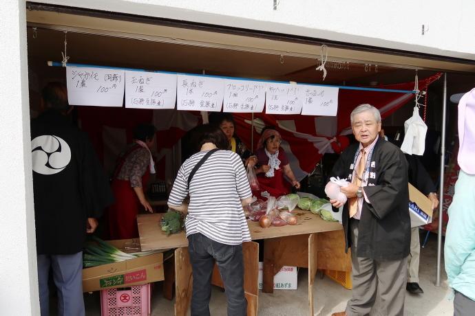 秋まつりでの野菜・果物販売