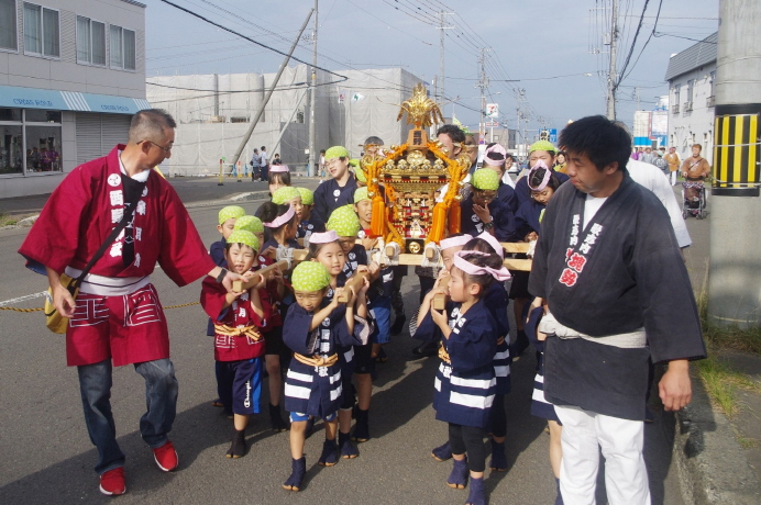 子供神輿の渡御